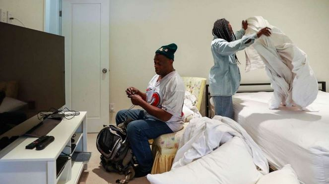 © Yalonda M. James/San Francisco Chronicle via Polaris Greg Dunston, Sr. converses with partner Marie Mckinzie as she makes up their bed in Piedmont, Calif., April 18, 2019.