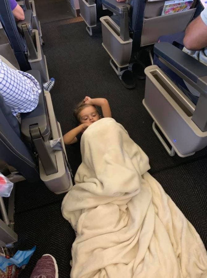 Passengers and crew of United flight help mother calm autistic boy having a meltdown before takeoff