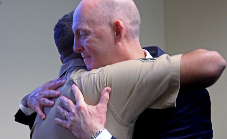 "Retiring FBI agent has surprise reunion with kidnapped baby he rescued in 1997 - ""best surprise I've ever had"""