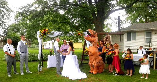 Maid of honor wears T-rex costume to sister's wedding - 'I Regret Nothing'.