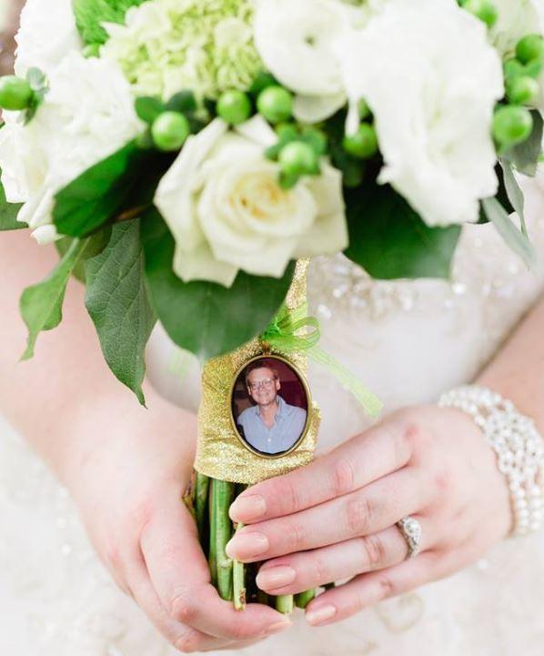 Maggie honored her father, who passed away in 2013, by hanging a photo of him on her bouquet.