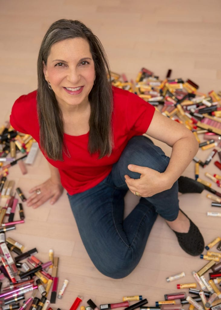 Woman donates 45k lipsticks to domestic violence shelters to empower the women & boost their confidence.