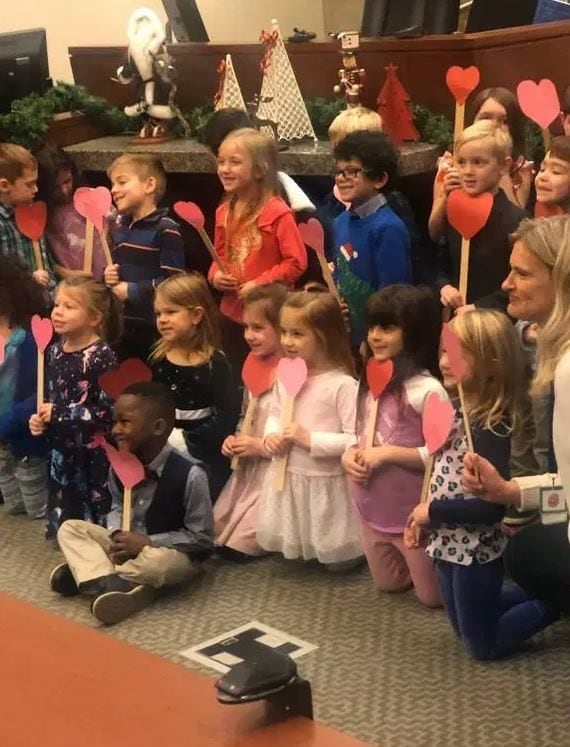 Little boy adorably invites his entire Kindergarten class to be by his side at his adoption hearing