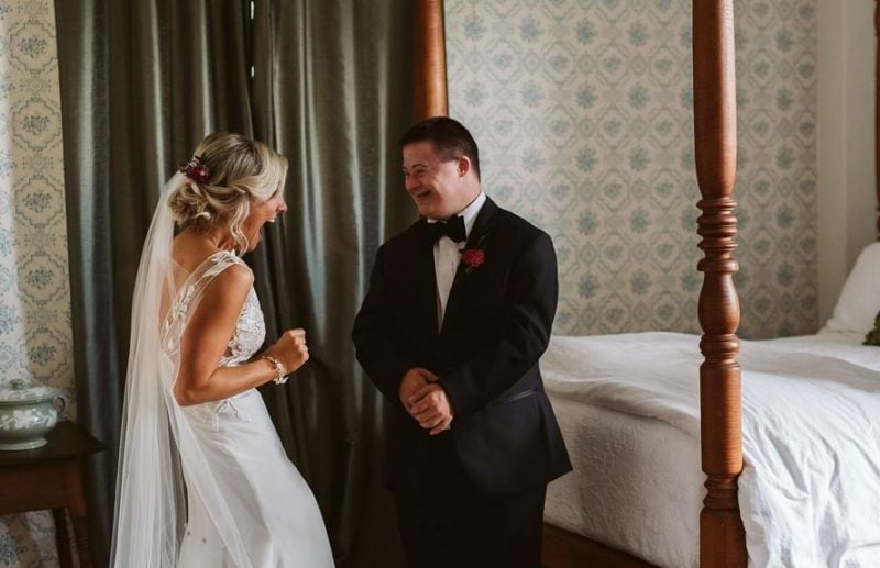 Bride shares emotional 'first look' with her little brother and both their reactions are pure Majic!