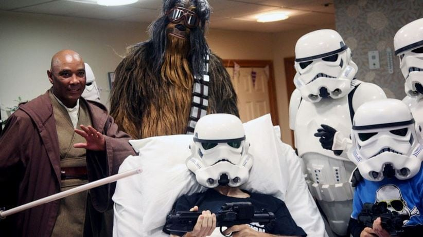 Terminally ill Star Wars Superfan gets special advanced screening of 'The Rise of Skywalker' with his son.